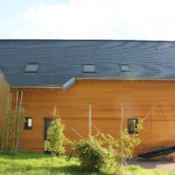couverture en ardoises sur une maison en ossature bois